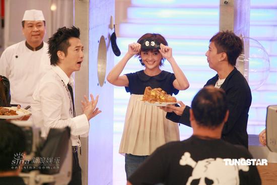 图文:《味分高下》录影--蔡卓妍可爱表情
