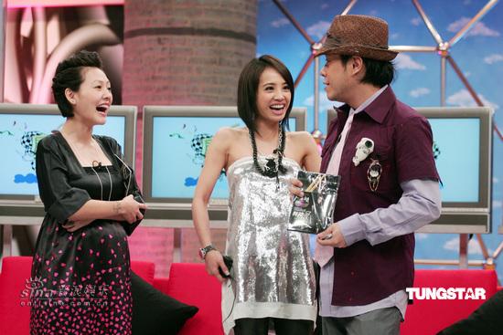 图文:蔡依林做客《康熙来了》--与小S蔡康永交谈