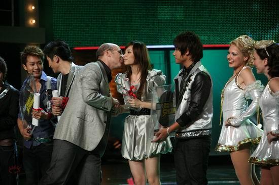 图文:2007我型我秀总决选--余虹婷成音乐之星