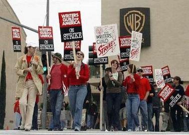 图文:罢工进行时--华纳兄弟公司门口