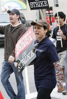 图文:罢工进行时--《宋飞正传》女星加入游行