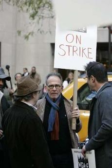 图文:罢工进行时--《兄弟姐妹》男星加入游行