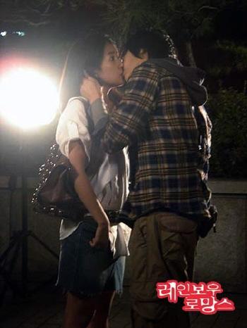 崔元英俊与姜恩菲 彩虹罗曼史 中拍摄吻戏