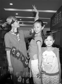 杨丽萍亲口否认离婚传闻为首演苦练四川话(图)