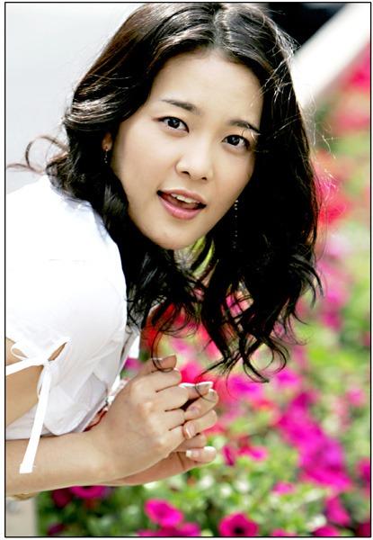 足球明星张学勇和演员金智妍,将于12月8日结婚