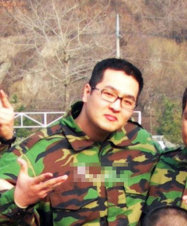 资料图片:韩国男星服役期间军装照--金泰宇