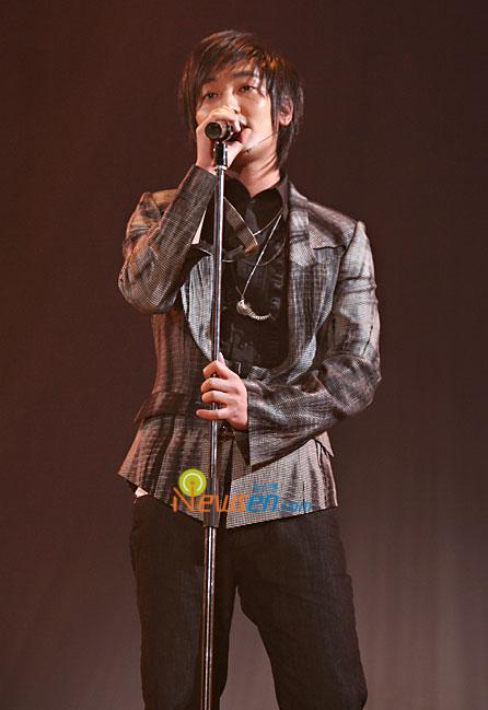 即将入伍的韩国男星--HOT成员安七炫(附图)