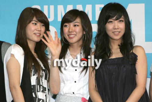 图文:众韩星亮相慈善拍卖会--洋葱与seeya