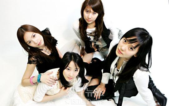图文:韩国组合三代变迁之天上智喜--可爱女生