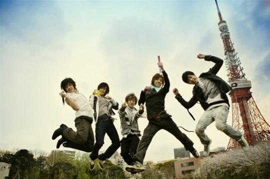 图文:韩国组合三代变迁之F.TIsland-跳跃青春