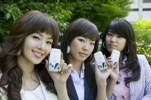 图文:韩国组合三代变迁之SeeYa--展示手机