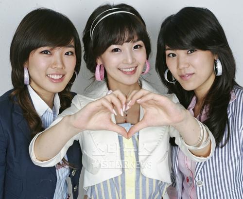 图文:韩国组合三代变迁之SeeYa--把心送歌迷