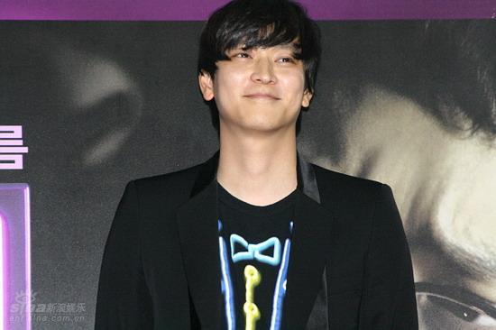 图文:《M》首映记者会--姜东元笑容迷人