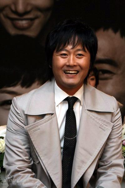 图文:韩剧《我爱你》发布会--孔亨镇笑容憨厚