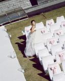 组图:金喜善未公开婚纱照曝光与老公扮粉刷匠