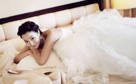 图文:金喜善未公开婚纱照--甜蜜的公主