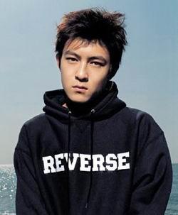 粤港十年网娱盛典最具潜力新力军男歌手 陈冠希