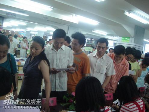 童话演唱团长春签售引混乱取经前辈李茂山(图)