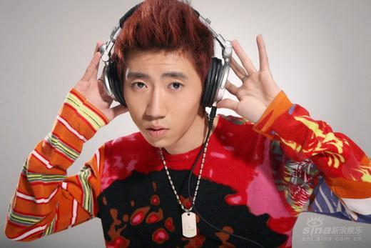 sunny王绎龙,是第一位以dj身份签约唱片公司,并始终坚持原创电子音乐
