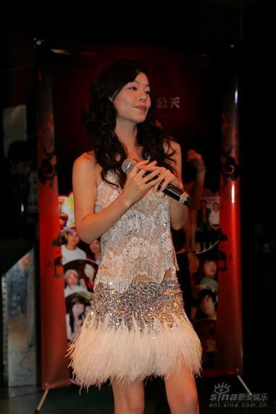 体操公主杨波EP发布会国际名模谢东娜助阵(图)