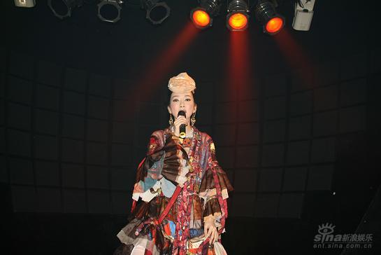 萨顶顶携新专辑日本首唱双重震撼东京媒体界