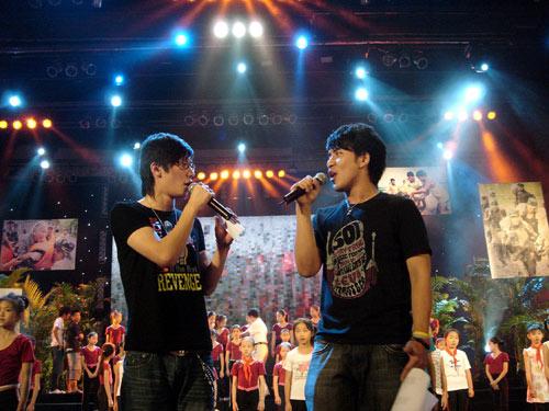 KIMI扎西顿珠旧战友新搭档首次对唱震惊全场