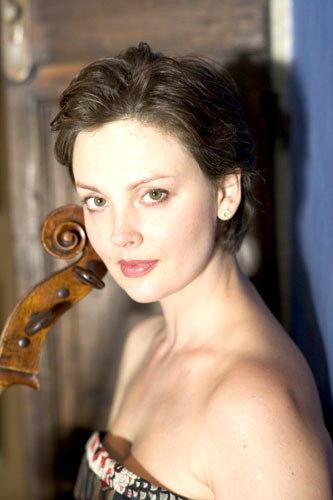 资料:大提琴家尼娜-科托娃简介