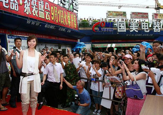 张靓颖广州签售歌迷挤爆人气实力倍受肯定(图)