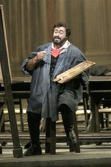 资料图片:男高音帕瓦罗蒂在音乐剧中扮演作家