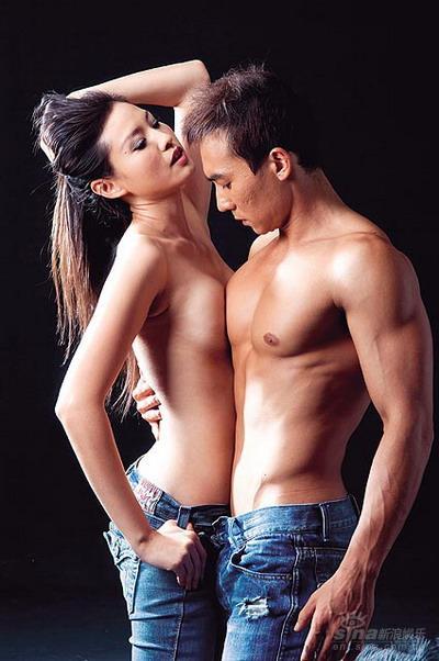 刘�u宏事业感情双丰收突破尺度拍裸身婚纱照