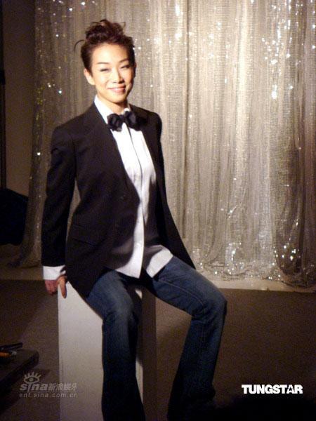 组图:林忆莲演唱会海报出炉 女扮男装发型酷气