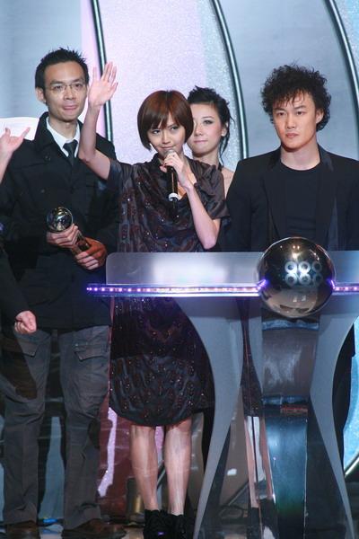 快讯:最受欢迎女歌手得主是孙燕姿