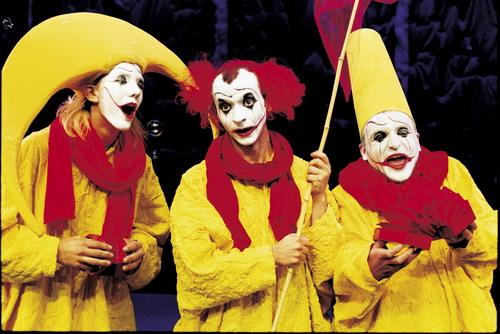 资料图片:舞台剧《下雪了》--三黄色小丑