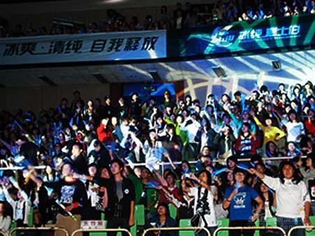 五月天蓉城实践诺言带领歌迷一起跳离地球(图)