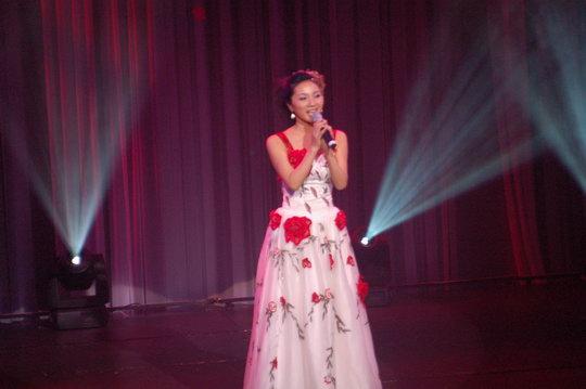 快讯:深圳歌手杨乐演唱《这是我的家乡》