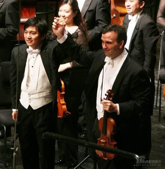 沙汉姆、水蓝与新加坡交响乐团音乐会激情上演