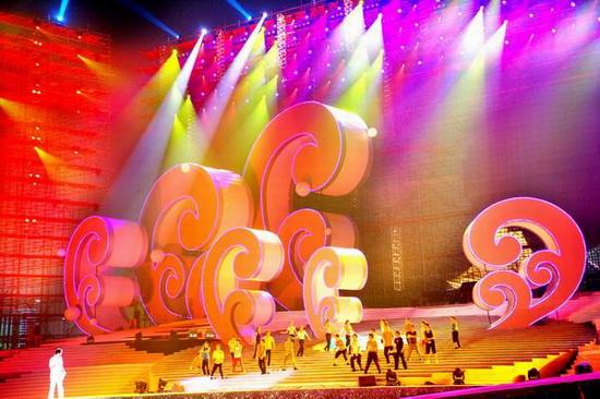 2007南宁民歌节舞台亮相美轮美奂气势蓬勃(图)