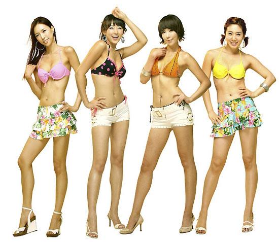 韩国美女组合lpg穿比基尼海边;