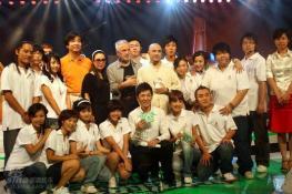 组图:莫洛德尔孔祥东创作奥运歌曲全球首发
