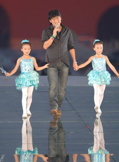 组图:群星献唱北京08奥运会倒计时一周年庆典