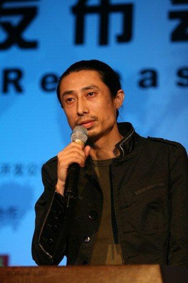 图文:雪山音乐节北京盛大发布--谢天笑发言