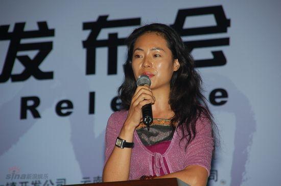 图文:鼎业集团代表吴亚玲出席音乐节发布会