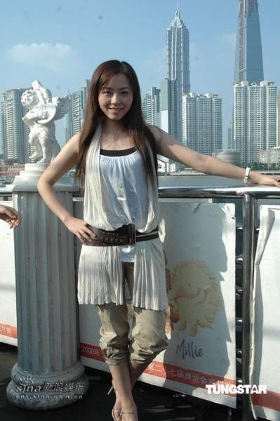 组图:张靓颖乘豪华游艇宣传新专辑《UPDATE》