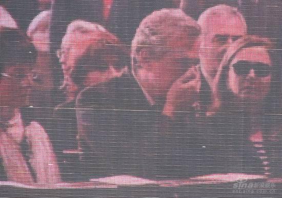 图文:帕瓦罗蒂葬礼现场--到场嘉宾失声痛哭