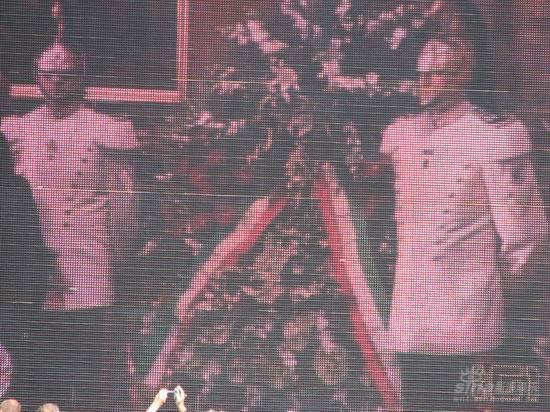 图文:帕瓦罗蒂葬礼现场--花圈表沉痛悼念