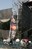 组图:流行音乐节开幕歌迷奇装异服成另类风景