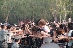 组图:流行音乐节第二天另类歌迷台下也疯狂