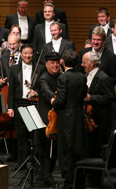 图文:北京国际音乐节开幕--大师戴上五角星