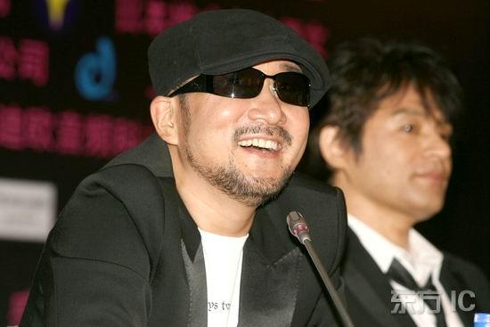 组图:恰克与飞鸟亮相上海为11月演唱会造势