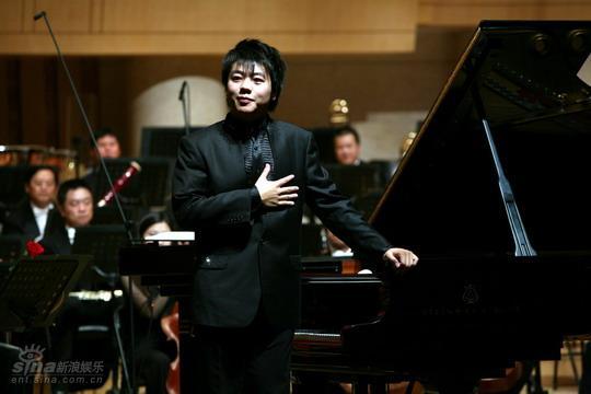 图文:国际音乐节5日演出--绅士朗朗致意